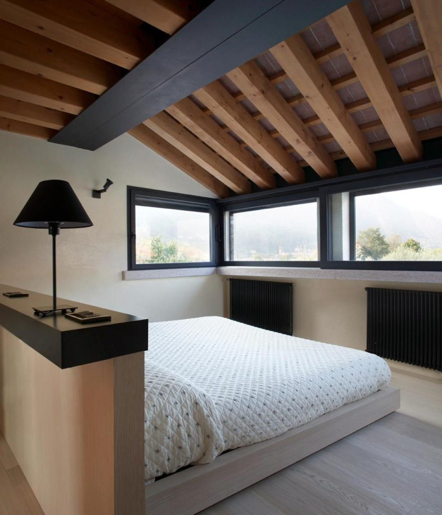awaesome-decoration-idea-for-attic-room-with-wooden-ceiling-decoration-idea-plus-small-glass-window-then-wooden-floor-plus-bed-with-wooden-platform.